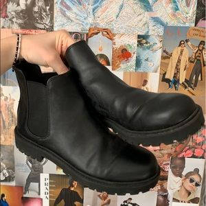 Black chelsea boot from H&M
